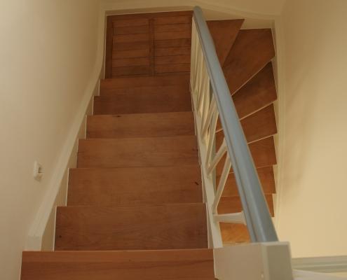 Treppenrenovierung: Renovierte Holztreppe