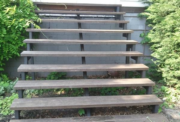 Holz- Stahl Gartentreppe