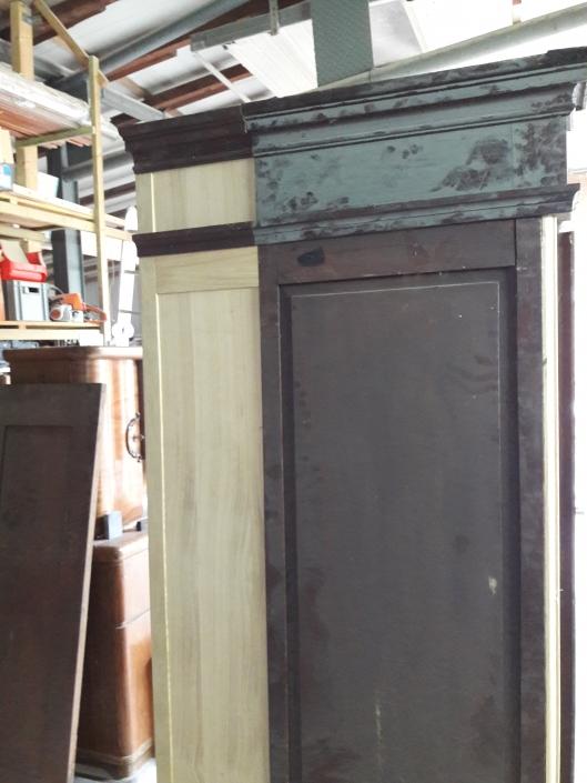 Restaurierung Historischer Kleiderschrank